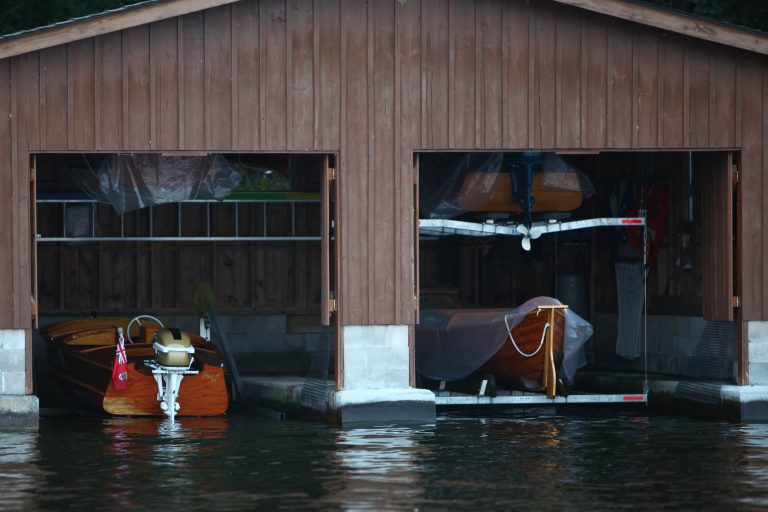 The Smith Boat House  –  Three 50's Lakefield runabouts and a 1921 Dispro